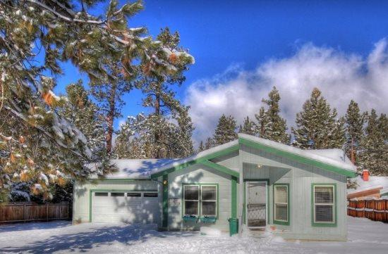 A Winter Wonderland at Bluebird Cottage! - Bluebird Cottage: Near Swim Beach and Meadow Park! - City of Big Bear Lake - rentals