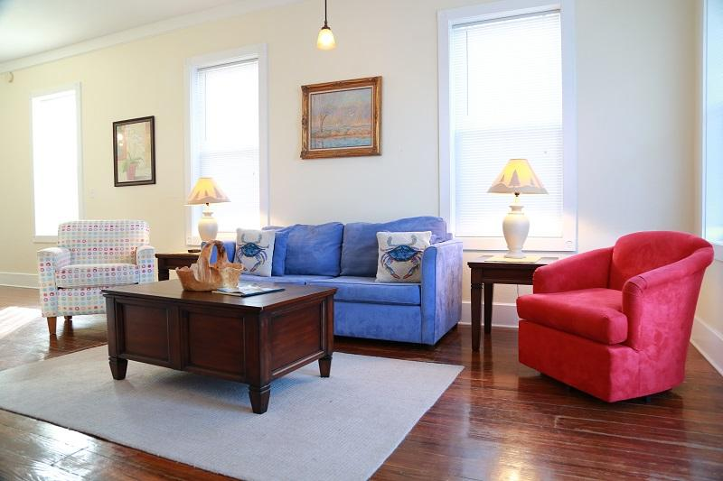 Living room seating - 4bd/3.5ba water front home - pool and fishing pier - Gulf Shores - rentals