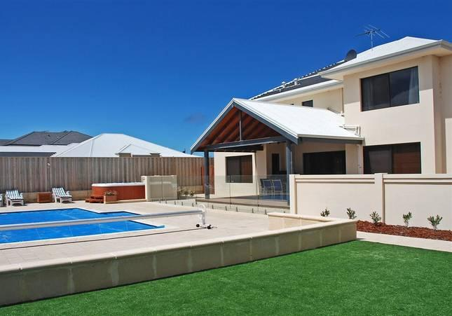 STUNNING BLUE WATERS BEACH LOCATION - Image 1 - Quinns Rocks - rentals
