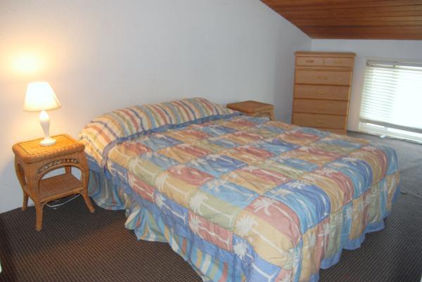 Loft Master Bedroom - 3775 Ocean Front Walk - San Diego - rentals
