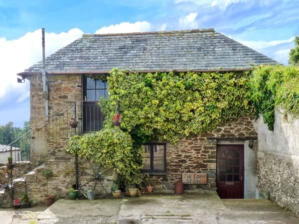 THE CORN STORE, upside down accommodation, off road parking, enclosed patio, in Liskeard, Ref 914264 - Image 1 - Liskeard - rentals