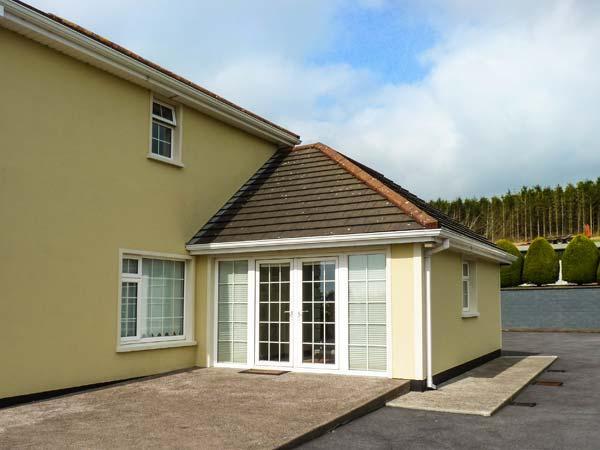 SIDANE COTTAGE, studio annexe, romantic retreat, lawned garden, near Clonakilty, Ref 915776 - Image 1 - Clonakilty - rentals