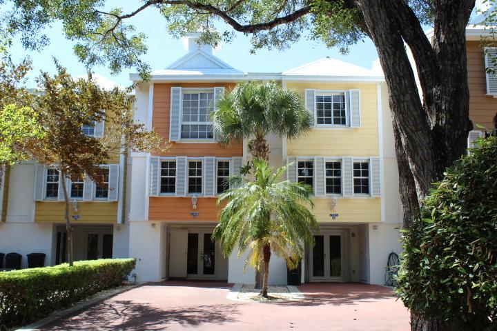 Front View of Villa W/Private Driveway - 3 Bed 3.5 Bath Rock Harbor Villa -  W/Free WiFi - Key Largo - rentals