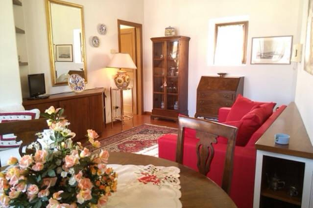 Living room with sofa bed - Charming and relaxing apartment by the Dome - Florence - rentals