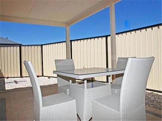 COURT YARD WITH SEATING AND GAS BBQ - Modern Home Close To Train Station - Clarkson - rentals