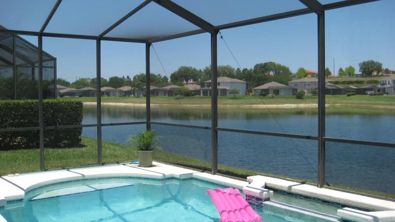 Lakeside relaxation and fun! - Tropical Lakefront Villa, Pet-Friendly and only 5 mins to Disney - Kissimmee - rentals