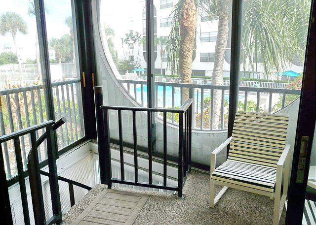 Cabana-style condo in waterfront community w/ short walk to Olde Marco - Image 1 - Marco Island - rentals