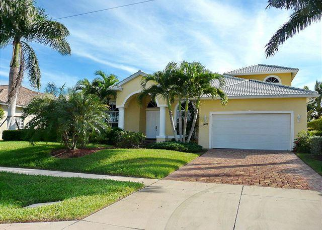 Large waterfront home w/ all-day sun on pool - Image 1 - Marco Island - rentals