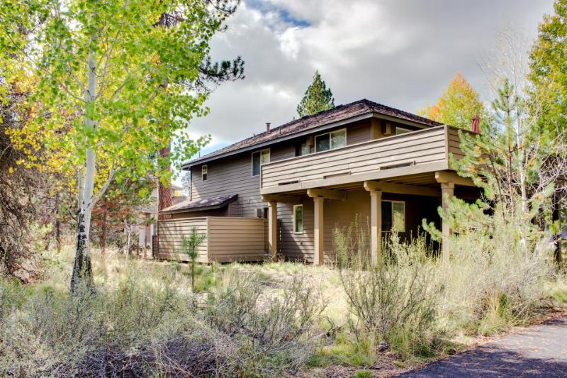 Relaxing rental with hot tub, grill, and 10 SHARC passes! - Image 1 - Sunriver - rentals