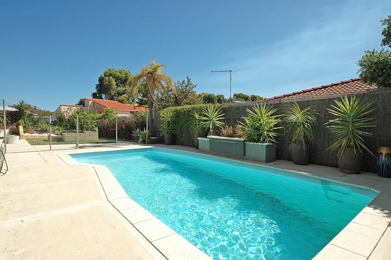 DIFFERENT PHOTO OF POOL - EXECUTIVE 5 BEDROOM 3 BATHROOM HOME WITH POOL WIFI - Mullaloo - rentals