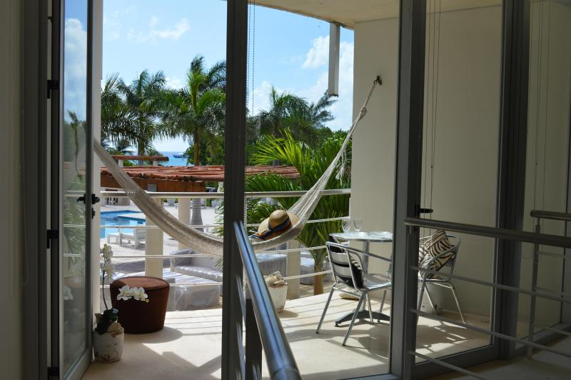 ROMANTIC 1BDRM APT WITH JACUZZI, 7th NIGHT FREE! - Image 1 - Playa del Carmen - rentals
