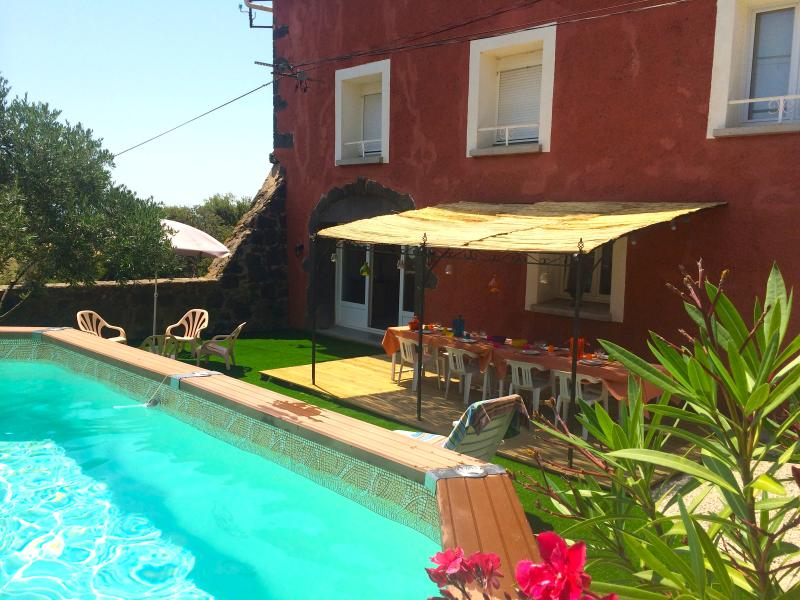 Quaint, redbrick farmhouse in the Roque-Haute nature reserve, Languedoc-Roussillon, with pool and lu - Image 1 - Portiragnes - rentals