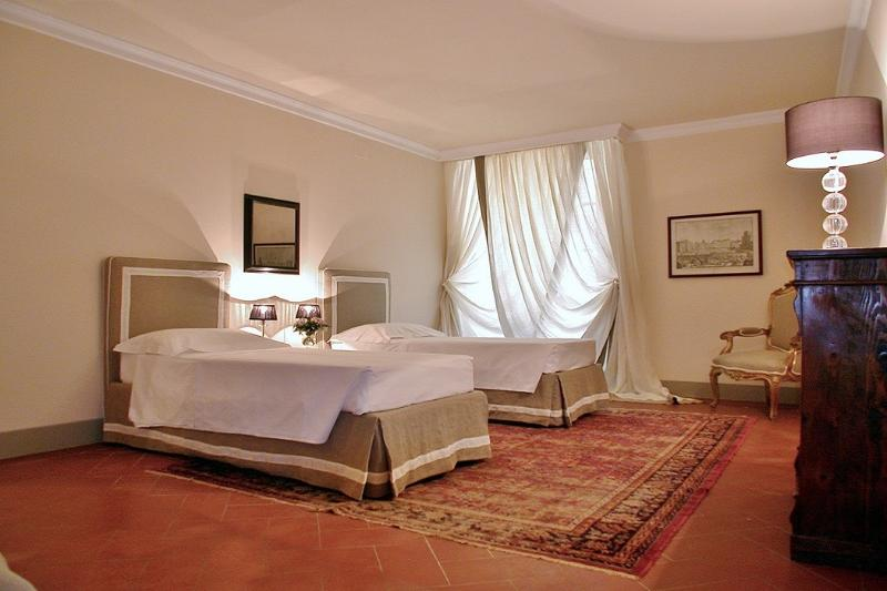 Luxury 4 Bedroom Apartment in Florence, Italy - Image 1 - Florence - rentals