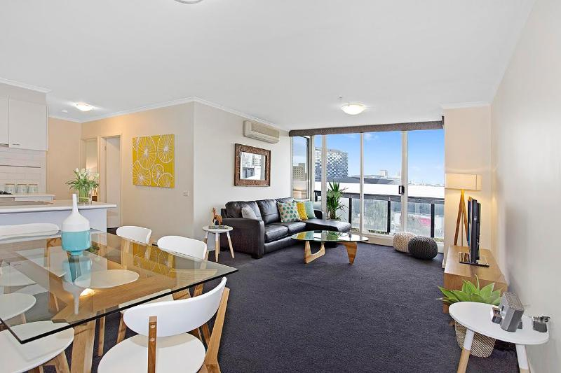 Living Area - Platinum CITY VIEW at Rivergarden on Whiteman St - Melbourne - rentals