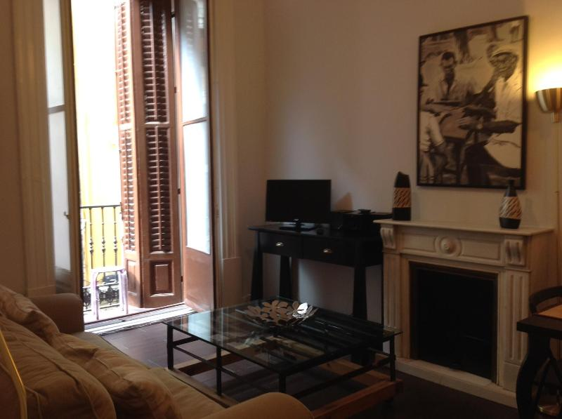 Madrid Gran Via 1: Nice lounge, 2 balconies, Very central, Wifi - Image 1 - Madrid - rentals