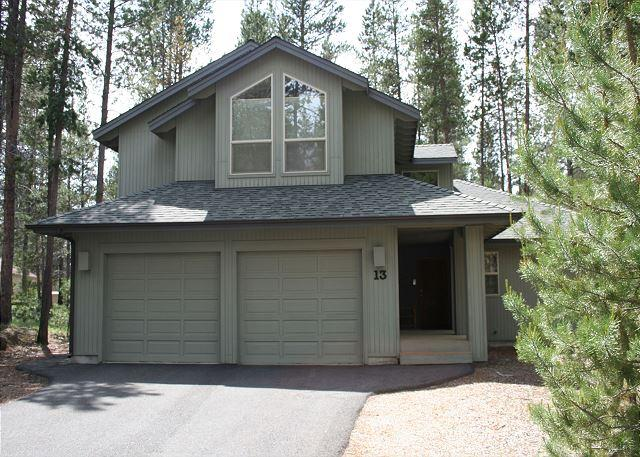 Filbert 13 - Inviting Sunriver Home with Gas Fireplace and Hot Tub Near Mavericks - Sunriver - rentals