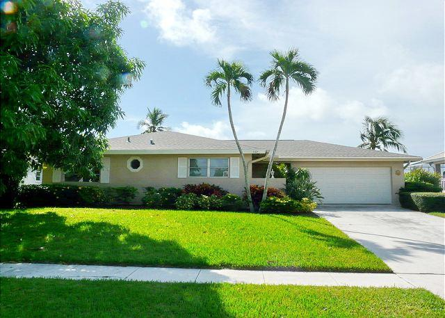 Ideally located house w/ huge heated pool & short walk to the beach - Image 1 - Marco Island - rentals