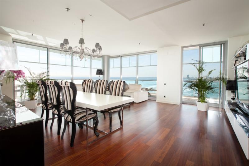 Living room with sea views - Exclusive Beach Apartment with Pool and Sea Views - Barcelona - rentals