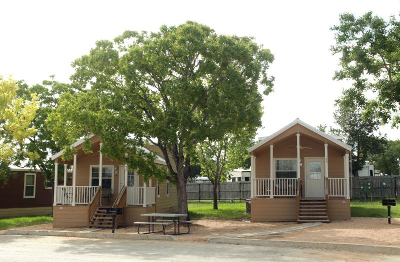 We have almost 20 Guadalupe Cottages, with one bedroom, a loft, one bathroom, and full kitchen - Affordable New Braunfels Cottage w/ Loft Sleeps 8 - New Braunfels - rentals