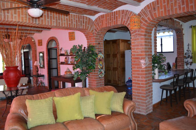 LOOKING INTO KITCHEN FROM LIVING ROOM - CASA DE LA PAZ- CASA HERMOSA - Guanajuato - rentals