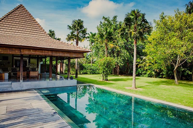 Living area and pool - AWARDED TOP VILLA*Chef*Ideal location*Big garden* - Seminyak - rentals