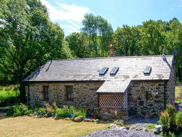 BYTHYN DDOL HAFOD, woodburner, quaint countryside location, pet-friendly cottage near Betws-y-Coed, Ref. 28566 - Image 1 - Capel Curig - rentals