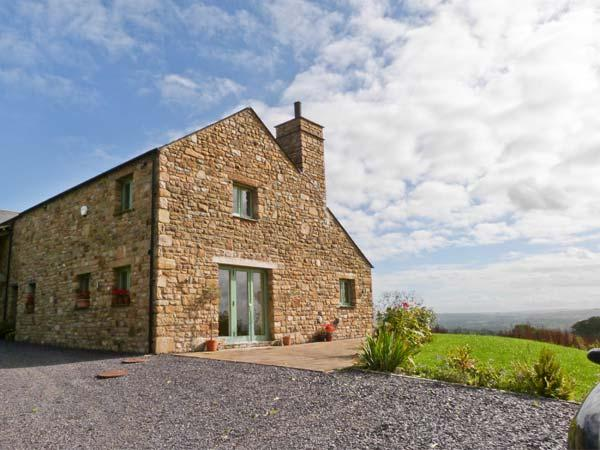 COTTAM HOUSE COTTAGE, woodburning stove, ground floor wet room, super king-size beds, garden with furniture, wonderful views, near Ribchester, Ref 30137 - Image 1 - Ribchester - rentals