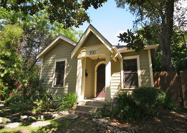 """View from street - """"Keasbey Cottage"""" 2BR/1BA Charming Bungalow w/ Screened Porch, Hyde Park - Austin - rentals"""