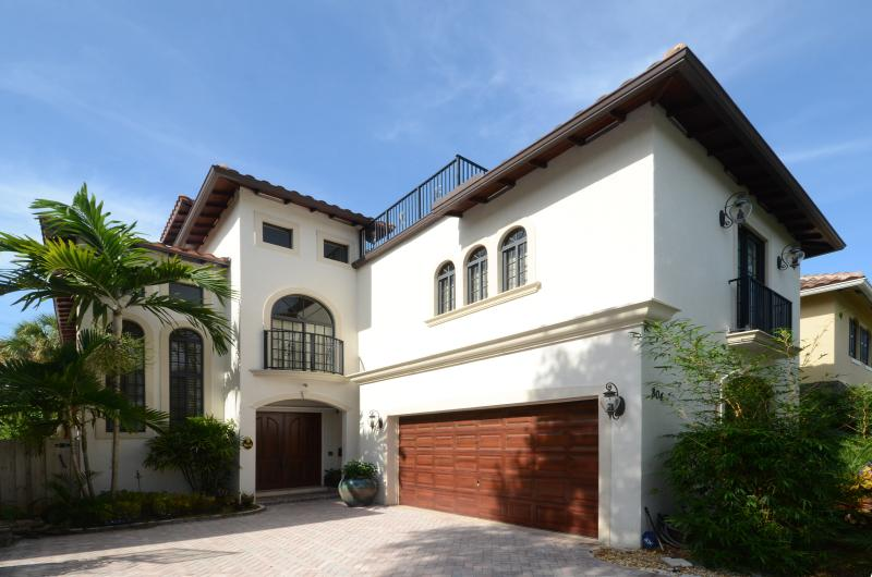 5 BR luxury estate w/ private pool near Las Olas - Image 1 - Fort Lauderdale - rentals