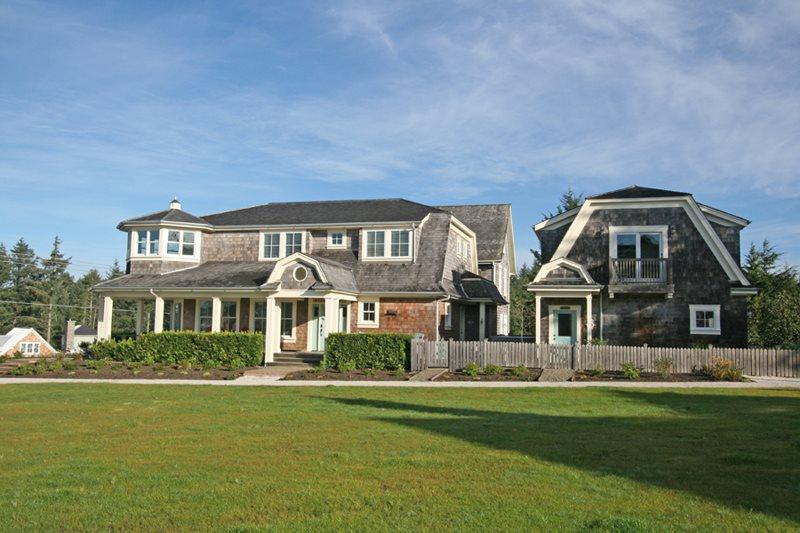 Eagles Nest is situated on the edge of West Hill Park - Eagles Nest with carriage house - Pacific Beach - rentals