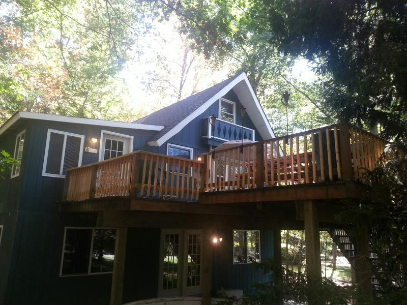 House in the trees...VERY private! - FALL FESTIVALS..CLICK TO VIEW..GREAT MOUNTAIN HOME - Pocono Lake - rentals