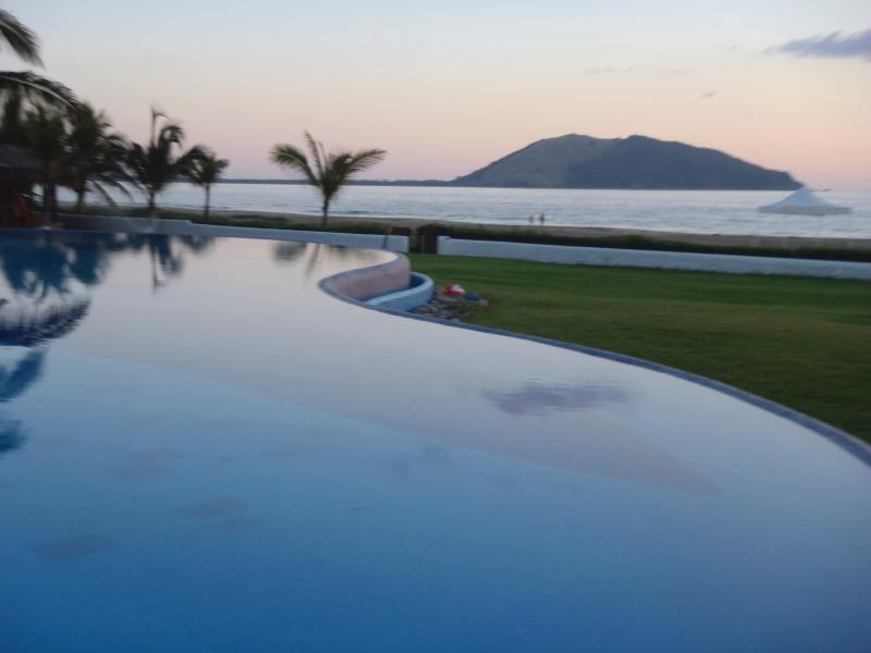 Beachfront Villa,  Zihuatanejo, Unlimited WIFI - Image 1 - Zihuatanejo - rentals