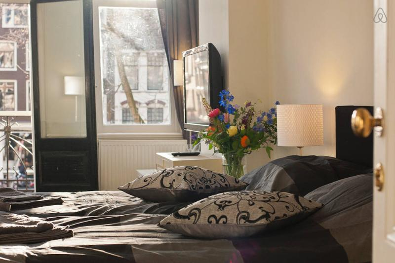 Romantic Balcony Canal Apartment A - Image 1 - Amsterdam - rentals