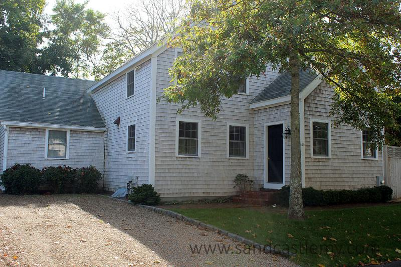 1241 - LIGHT & AIRY HOME LOCATED IN TOWN EDGARTOWN - Image 1 - Edgartown - rentals