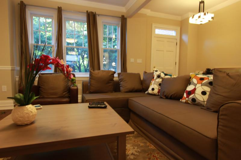 5Br DC's Ultimate Location, Near Metro, Zoo - Image 1 - Washington DC - rentals