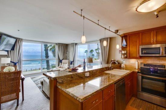 Stunning Corner Condo overlooking Pacific Beach with Awesome Ocean Views - Casey's Ocean Front Corner Condo - Pacific Beach - rentals