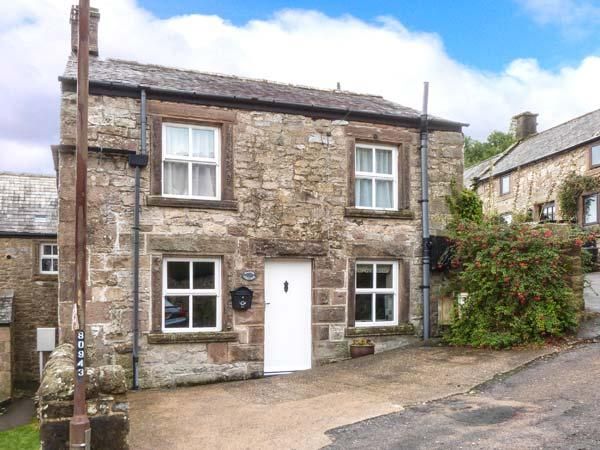 WALTON COTTAGE, feature stonework and beams, woodburning stove, WiFi, in Winster, Ref 915950 - Image 1 - Winster - rentals