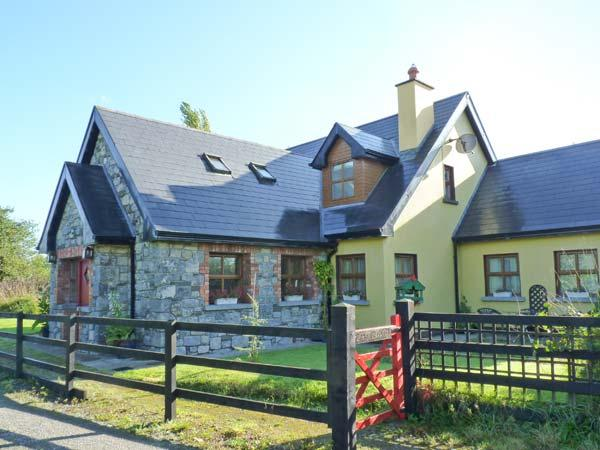 GREANEYS GATES, converted railway cottage, en-suites, open fire, walks and cycle routes from doorstep, near Newcastle West, Ref 916640 - Image 1 - Newcastle West - rentals