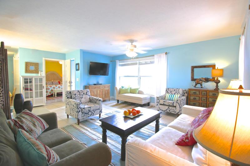 Old Man & the Sea Inn 2BR - 1 marlin from the sand - Image 1 - Siesta Key - rentals