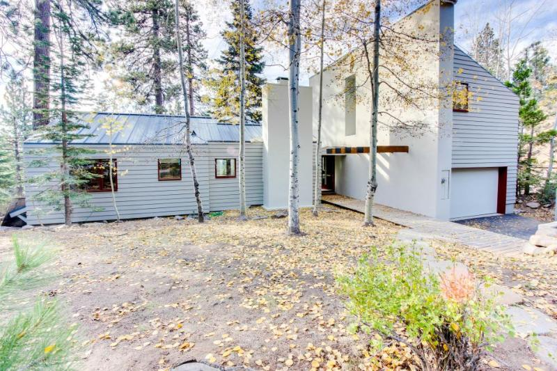 Three-bedroom lakeview home w/ loft, deck & gas grill! - Image 1 - Tahoe Vista - rentals