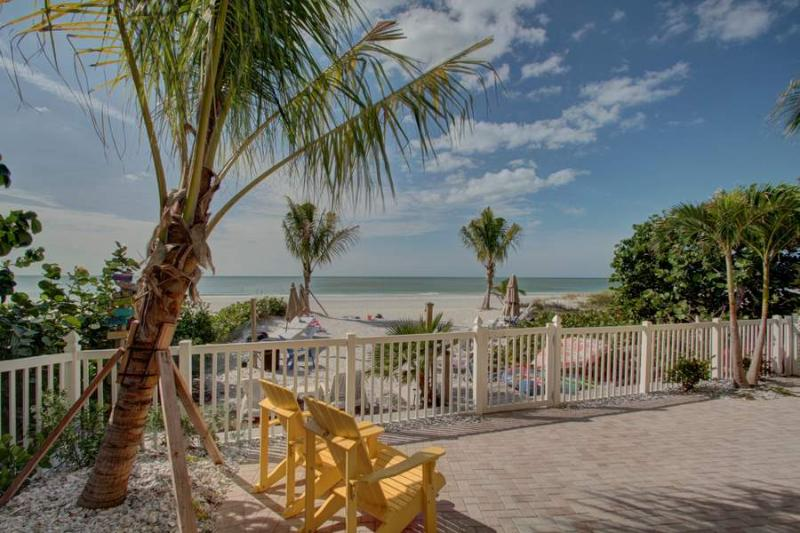 Beach front pool and amenties - Sea Horse Bungalow - Indian Shores - rentals