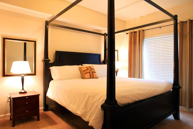 Master bedroom w/ king canopy bed - Top floor upscale 2BD/2BA condo along Columbia River - Portland - rentals