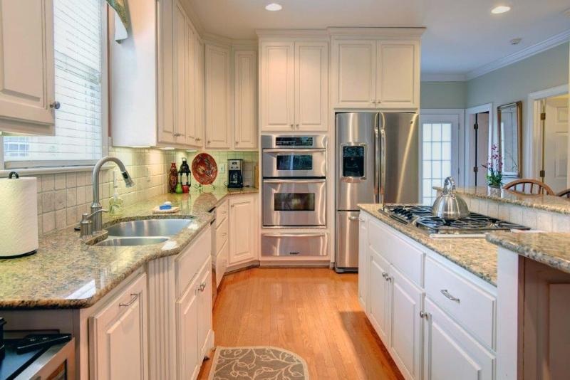 Gourmet Kitchen - Luxury Home in Williamsburg. Dogs are Welcome! - Williamsburg - rentals