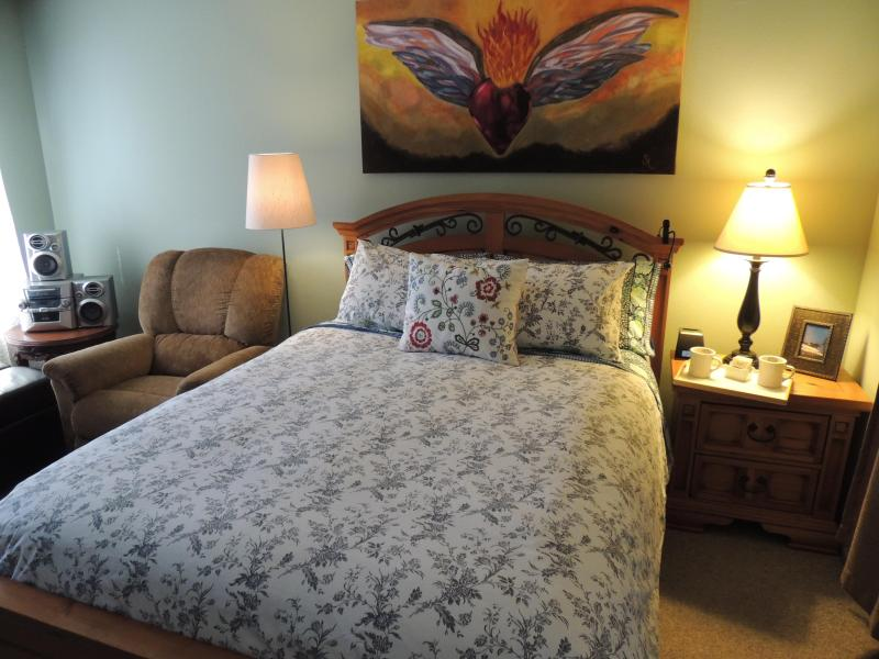 Room # 1 Master Bedroom with Queen Bed - From $199 to $169 p/n SAVE $30 from 7-26 to 9-1-16 - Anaheim - rentals