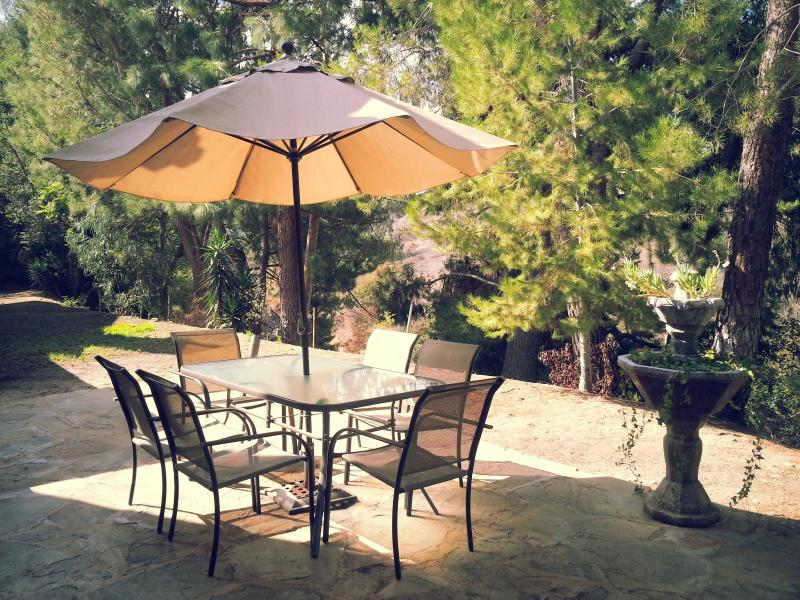 Back patio overlooks canyon with wildlife. Perfect for morning coffee or BBQ dinner. - Gorgeous Anaheim Hills Hideout Near Disneyland - Anaheim Hills - rentals