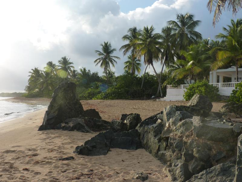 Truly Beachfront - Los Cocos Vieques, Beachfront Casa, prime location - Isla de Vieques - rentals