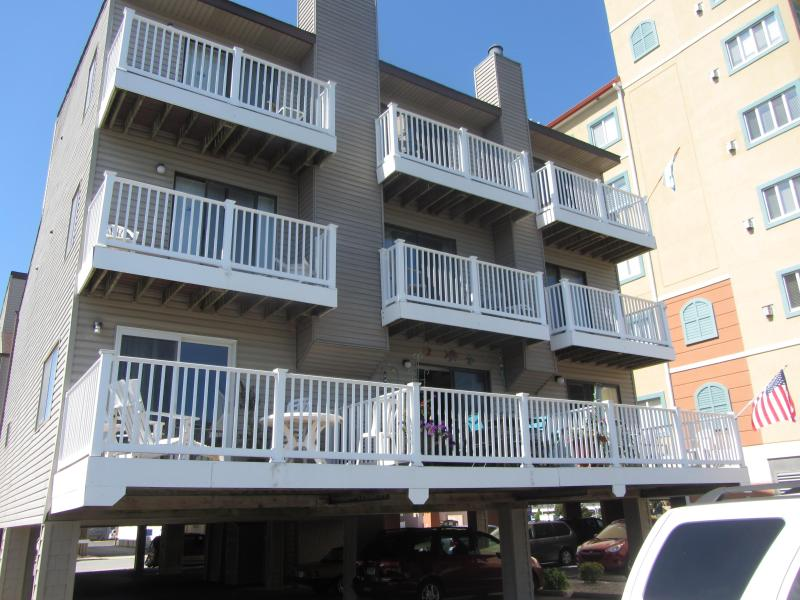 We are the middle unit and face the parking lot.  This is looking south - Ocean block townhouse in North Ocean City - Ocean City - rentals