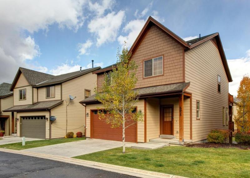 Cozy w/private hot tub, jetted tub + shared pool! Easy access to 3 ski resorts! - Image 1 - Park City - rentals