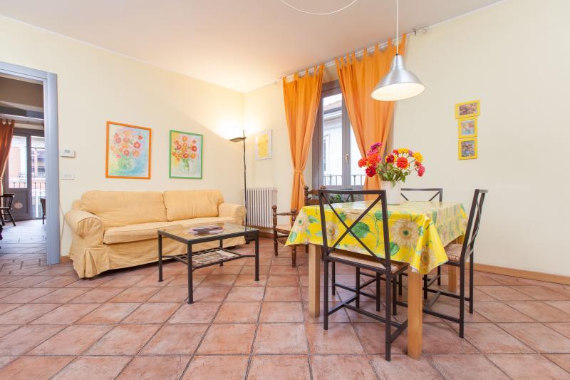 living-dining area - Paolo Sarpi Apartment Milan - Milan - rentals