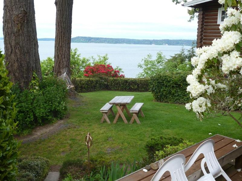 Classic Puget Sound at your doorstep---deck hammock, campfire area, kayaks, rain forest state park - Puget Sound Beach Cabin Getaway - Lacey Olympia - Olympia - rentals
